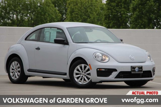 Pre-Owned 2017 Volkswagen Beetle 1.8T 2D Hatchback