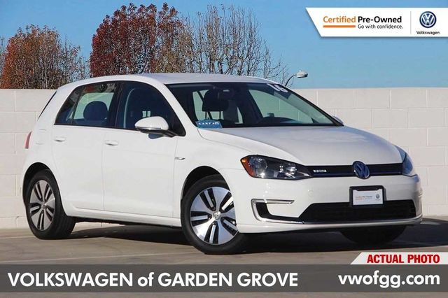 Certified Pre-Owned 2016 Volkswagen e-Golf SE 4D Hatchback